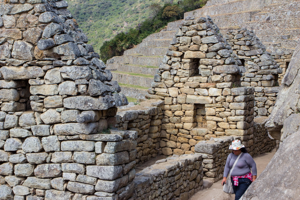"<img class=""pull-center"" title=""Мачу Пикчу, Перу"" src=""https://www.journeys6senses.com/wp-content/uploads/2016/01/IMG_0812.jpg"" alt=""Как бесплатно попасть на Мачу Пикчу"">"