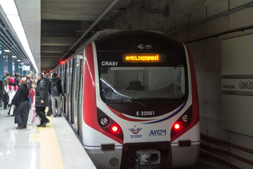 "<img class=""pull-center"" title=""Метро в Стамбуле"" src=""https://www.journeys6senses.com/wp-content/uploads/2016/05/IMG_5928-1024x683.jpg"" alt=""Транспорт в Стамбуле"">"