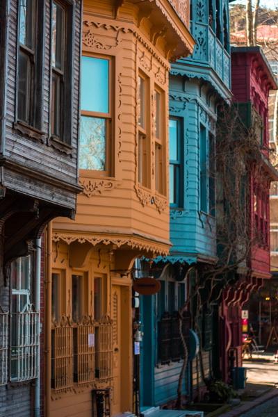 """<img class=""""pull-center"""" title=""""Кузгунджук, Стамбул, Турция"""" src=""""https://www.journeys6senses.com/wp-content/uploads/2017/10/IMG_4462.jpg"""" alt=""""Нестандартный Стамбул"""">"""