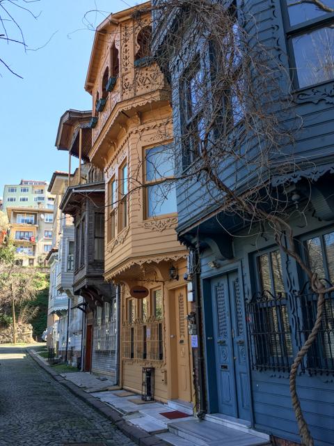 """<img class=""""pull-center"""" title=""""Кузгунджук, Стамбул, Турция"""" src=""""https://www.journeys6senses.com/wp-content/uploads/2017/10/IMG_8457.jpg"""" alt=""""Нестандартный Стамбул"""">"""