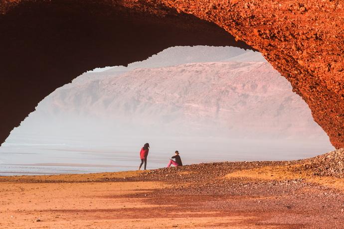 Арки на пляже Легзира Марокко