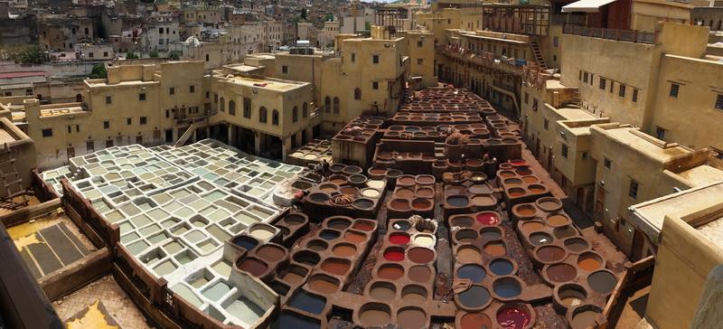 "<img class=""pull-center"" title=""Фес, Марокко"" src=""https://www.journeys6senses.com/wp-content/uploads/2018/10/IMG_9601.jpg"" alt=""Где жить в Марокко"">"