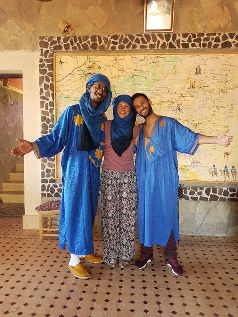 "<img class=""pull-center"" title=""путешествие по Марокко"" src=""https://www.journeys6senses.com/wp-content/uploads/2018/10/IMG_9757.jpg"" alt=""Где жить в Марокко"">"