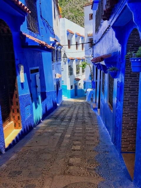 "<img class=""pull-center"" title=""путешествие по Марокко"" src=""https://www.journeys6senses.com/wp-content/uploads/2018/10/WDBOE2389.jpg ""alt=Где жить в Марокко"">"