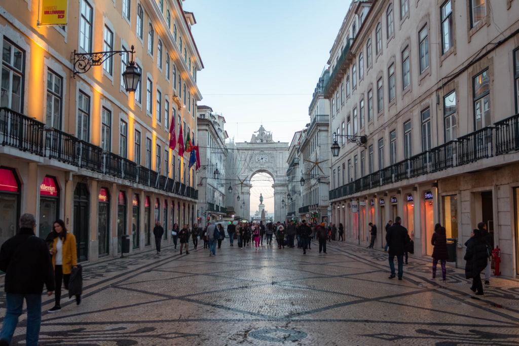 "<img class=""pull-center"" title=""Лиссабон, Байша"" src=""http://www.journeys6senses.com/wp-content/uploads/2020/01/IMG_5825-1024x683.jpg"" alt=""жилье в Лиссабоне"">"