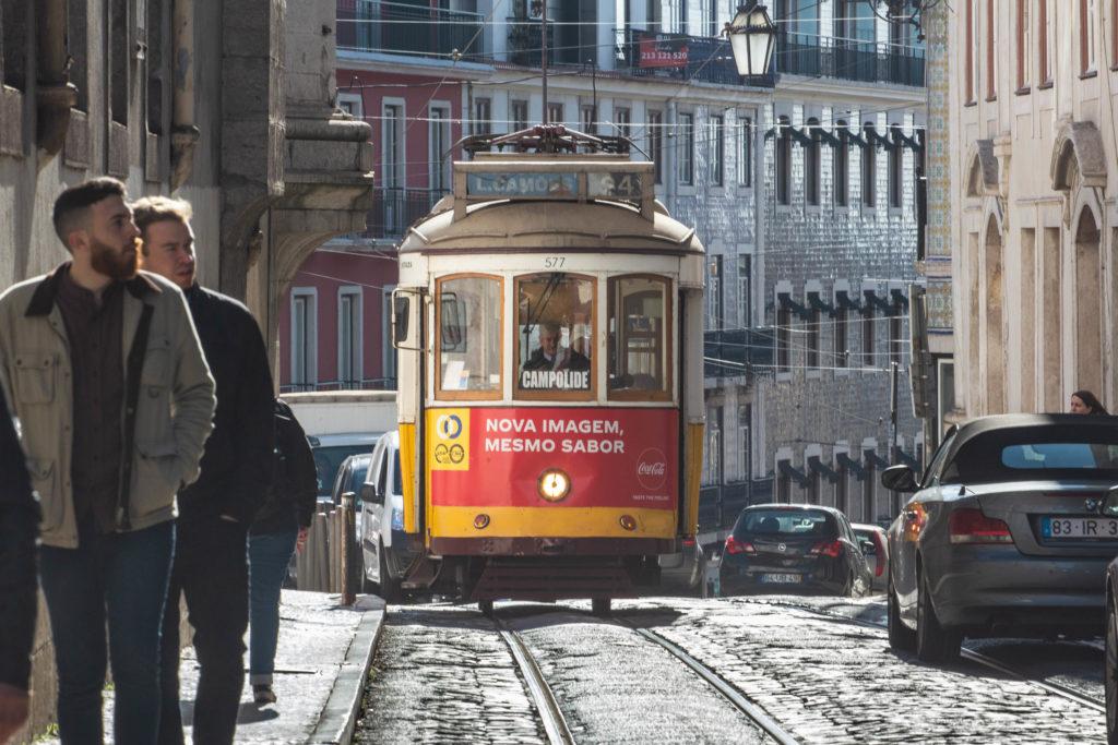 "<img class=""pull-center"" title=""Лиссабон, трамвай "" src=""http://www.journeys6senses.com/wp-content/uploads/2020/01/IMG_5853-1024x683.jpg"" alt=""жилье в Лиссабоне"">"