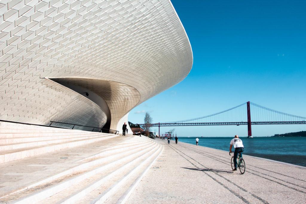 "<img class=""pull-center"" title=""Лиссабон, МААМ"" src=""http://www.journeys6senses.com/wp-content/uploads/2020/01/IMG_5998-1024x683.jpg"" alt="" Лиссабон"">"
