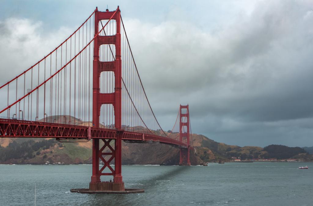 "<img class=""aligncenter lazy"" data-src=""http://www.journeys6senses.com/wp-content/uploads/2020/01/image-11-1024x676.png"" alt=""Мост Золотые ворота"" title=""На фото мост Золотые ворота в Сан-Франциско, Путешествие по Калифорнии, США"">"