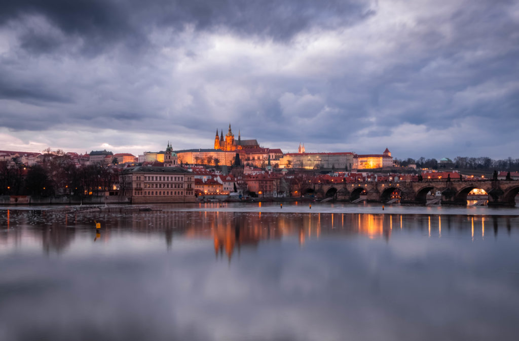 "<img class=""aligncenter lazy"" data-src=""http://www.journeys6senses.com/wp-content/uploads/2020/03/DSCF5384-1024x674.jpg"" alt=""Пражский град"" title=""На фото замок Пражский град  и отражение в реке Влтава, Прага"">"