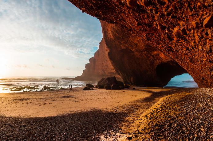 "<img class=""pull-center"" title=""Легзира, Марокко"" src=""http://www.journeys6senses.com/wp-content/uploads/2020/04/1.jpg"" alt=Где жить в Марокко"">"