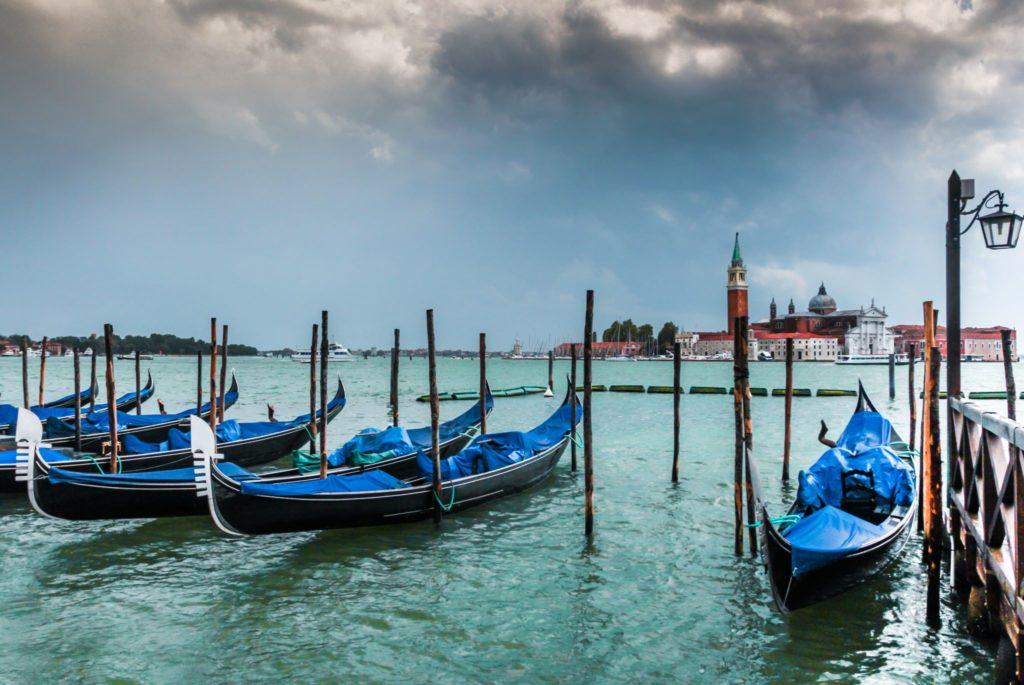 "<img class=""pull-center"" title=""Венеция. Италия"" src=""http://www.journeys6senses.com/wp-content/uploads/2020/04/IMG_4330-2-1024x685.jpg"" alt=""Венеция, Север Италии"">"