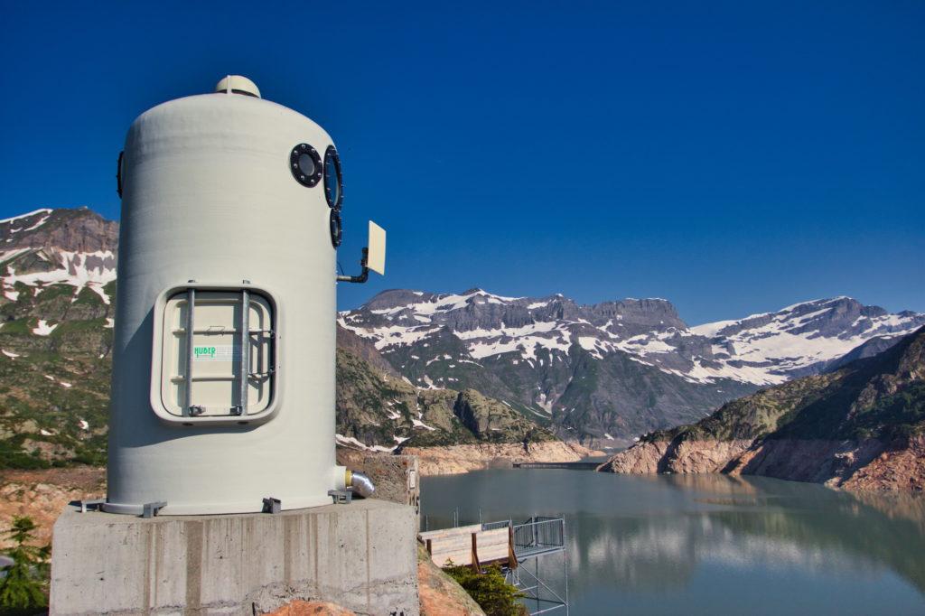 "<img class=""pull-center""  title=""Швейцария,озеро Lac d'Emosson"" src=""http://www.journeys6senses.com/wp-content/uploads/2020/04/IMG_6962-1024x682.jpg"" alt=""озеро на тропе динозавров"">"