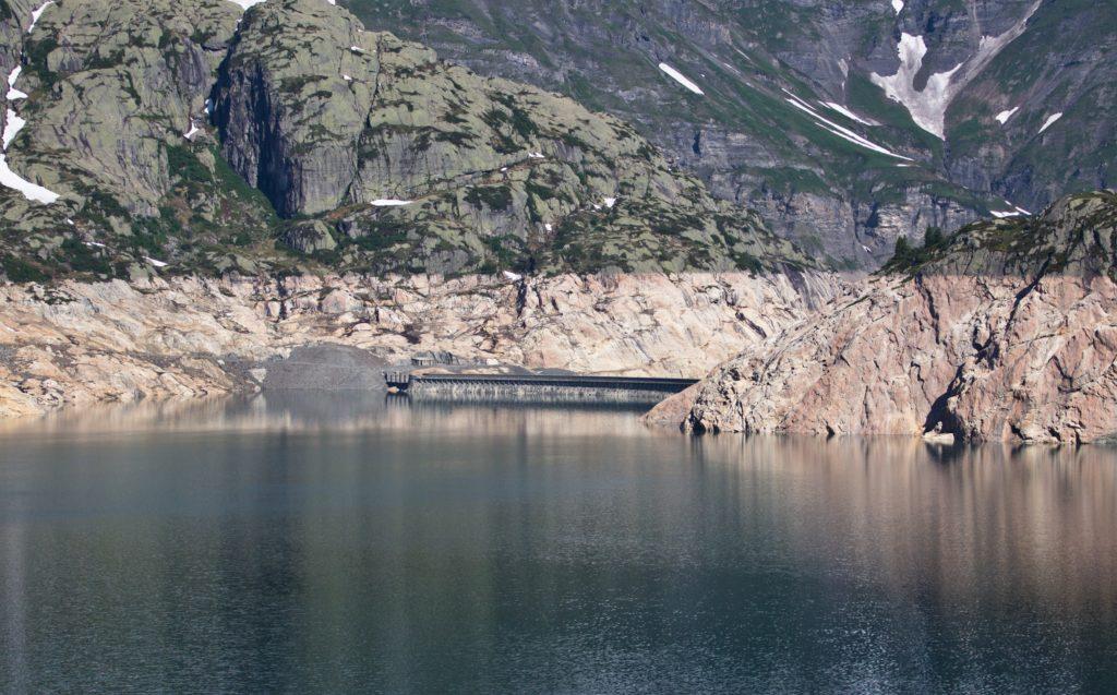 "<img class=""pull-center"" t<img class=""pull-center"" ti<img class=""pull-center"" title=""Швейцария,озеро Lac d'Emosson"" src=""http://www.journeys6senses.com/wp-content/uploads/2020/04/IMG_7039-1024x637.jpg"" alt=""озеро на тропе динозавров"">"