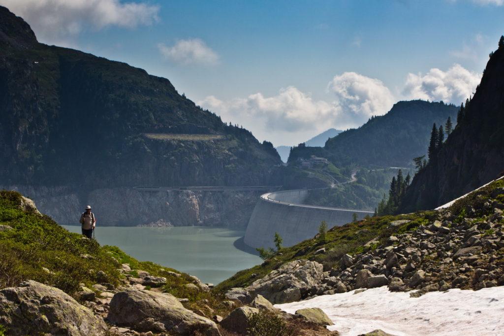 "<img class=""pull-center"" title=""Швейцария,озеро Lac d'Emosson"" src=""http://www.journeys6senses.com/wp-content/uploads/2020/04/IMG_7060-1024x682.jpg"" alt=""озеро на тропе динозавров"">"