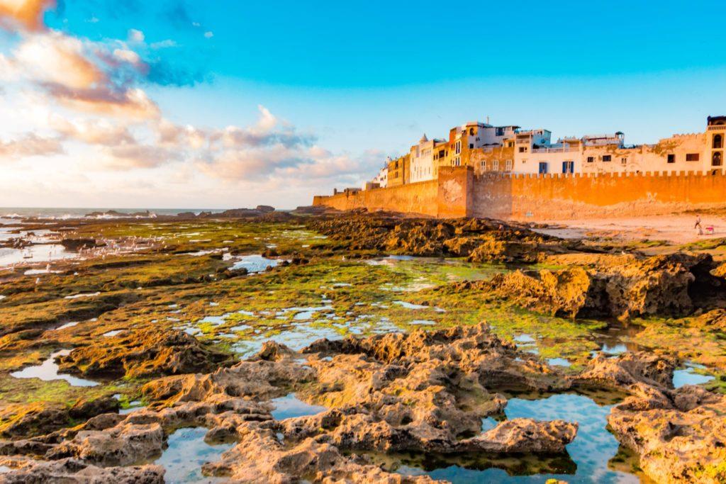 "<img class=""pull-center"" title=""Эс-Суэйра, Марокко"" src=""http://www.journeys6senses.com/wp-content/uploads/2020/04/IMG_9257-1024x683.jpg"" alt=Где жить в Марокко"">"