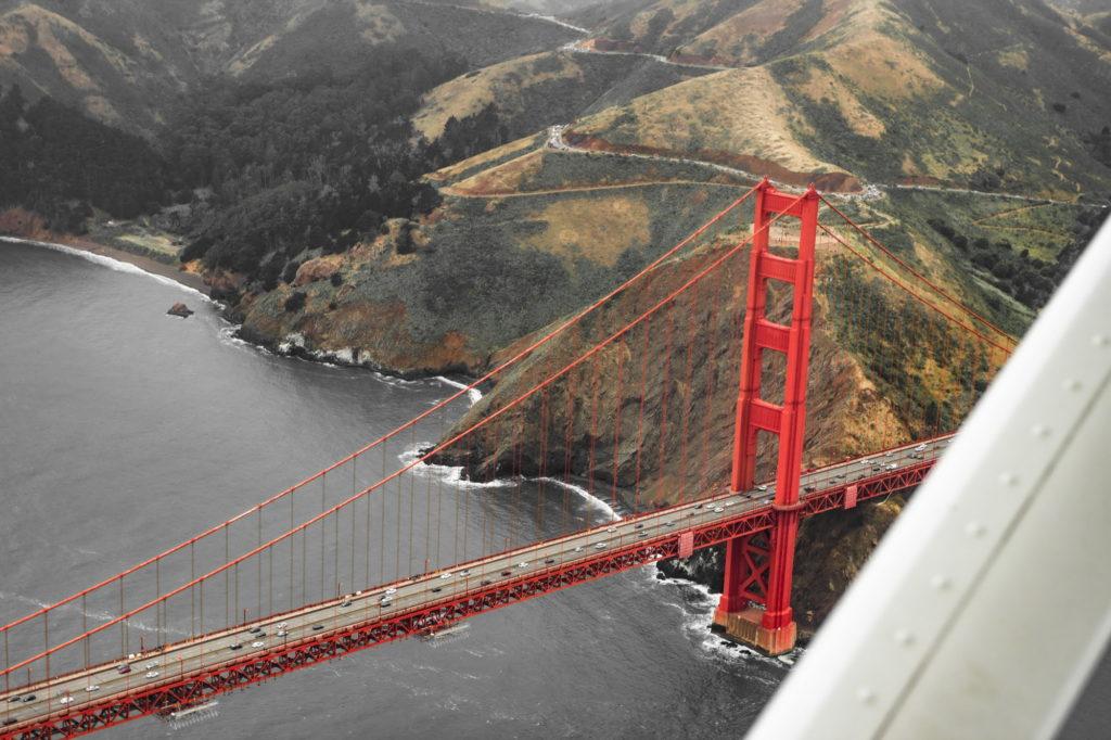 "<img class=""pull-center"" title=""Сан-Франциско, мост Золотые ворота"" src=""http://www.journeys6senses.com/wp-content/uploads/2020/04/IMG_9612-2-1024x682.jpg"" alt=""Сан-Франциско с высоты птичьего полета"">"