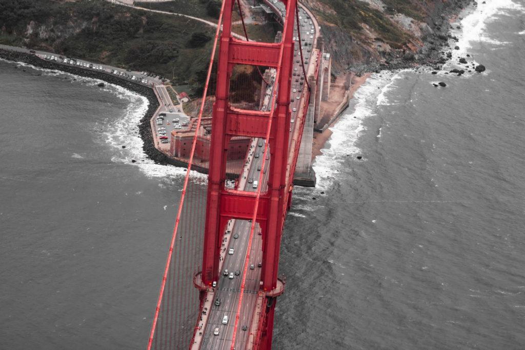"<img class=""pull-center"" title=""Сан-Франциско, мост Золотые ворота"" src=""http://www.journeys6senses.com/wp-content/uploads/2020/04/IMG_9706-2-1024x682.jpg"" alt=""Сан-Франциско с высоты птичьего полета"">"