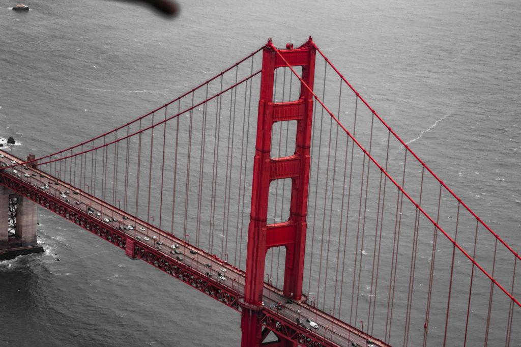 "<img class=""pull-center"" title=""Сан-Франциско, мост Золотые ворота"" src=""http://www.journeys6senses.com/wp-content/uploads/2020/04/IMG_9709-2-1024x682.jpg"" alt=""Сан-Франциско с высоты птичьего полета"">"