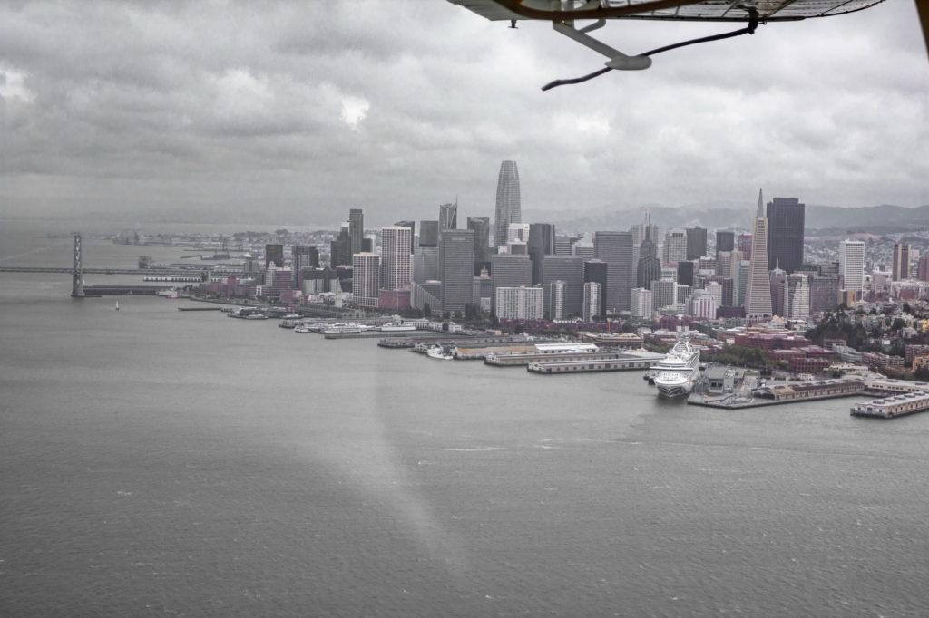"<img class=""pull-center"" title=""Сан-Франциско, США"" src=""http://www.journeys6senses.com/wp-content/uploads/2020/04/IMG_9746-2-1024x682.jpg"" alt=""Сан-Франциско с высоты птичьего полета"">"