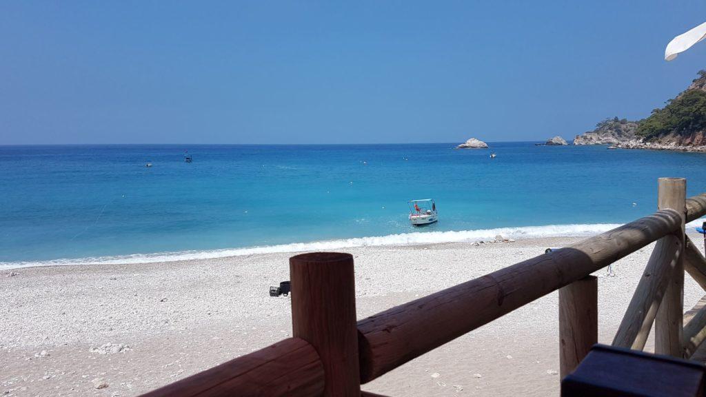 "<img class=""pull-center"" title=""пляж Кабак, Турция"" src=""https://www.journeys6senses.com/wp-content/uploads/2020/07/20200707_112741-1024x576.jpg"" alt=""Самостоятельное путешествие по Турции"">"