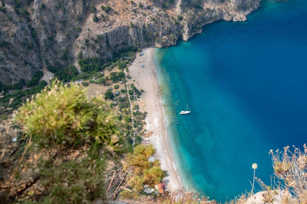 "<img class=""pull-center"" title=""пляж Кабак, Турция"" src=""https://www.journeys6senses.com/wp-content/uploads/2020/07/DSCF7128-1024x682.jpg"" alt=""Самостоятельное путешествие по Турции"">"