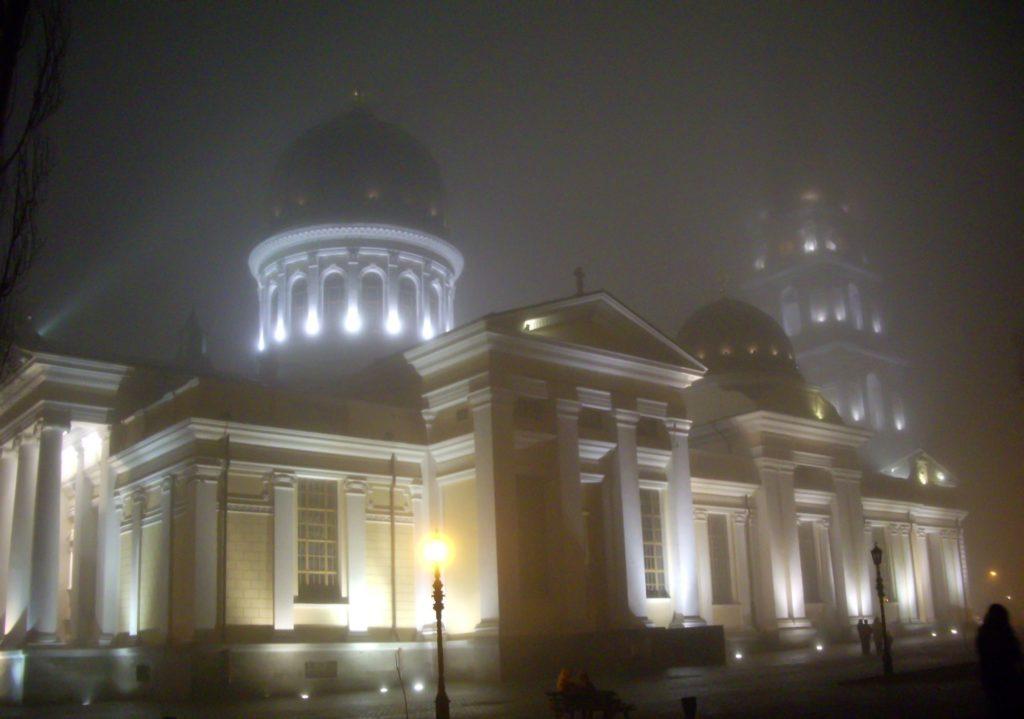 "<img class=""pull-center"" title=""Туман в Одессе"" src=""https://www.journeys6senses.com/wp-content/uploads/2020/12/IMGP2579-1024x719.jpg"" alt=""Одесса зимой чем заняться"">"