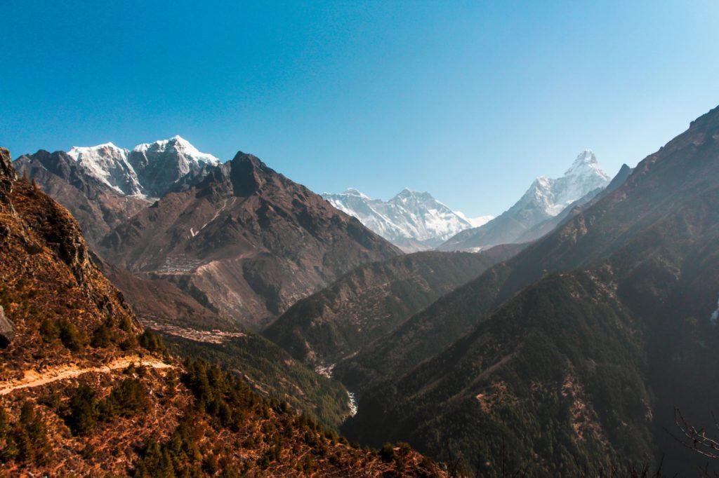 "<img class=""pull-center"" title=""Гималаи, Непал"" src=""https://www.journeys6senses.com/wp-content/uploads/2021/01/IMG_9189-1024x682.jpg"" alt=""Как попасть в Непал"">"